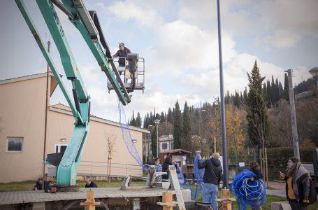 """San Polo in Chianti, il Natale è """"fai da te"""": cittadini volontari allestiscono alberi e luminarie!"""