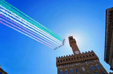 """VIDEO / """"Frecce Tricolori"""" su Firenze, 26 Maggio 2020"""