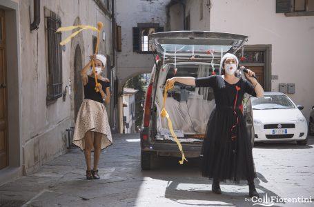 """""""E"""" come Eleonora e Elisa, in viaggio sulla macchina parlante: pietre-parole e sorrisi per i bambini!"""