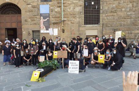 """La """"morte"""" della cultura fiorentina: i 100 precari delle Biblioteche…in lutto!"""
