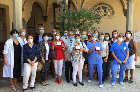 """Firenze: consegnato il """"Fiorino d'Oro"""" agli operatori sanitari del territorio, i veri eroi di questa emergenza"""