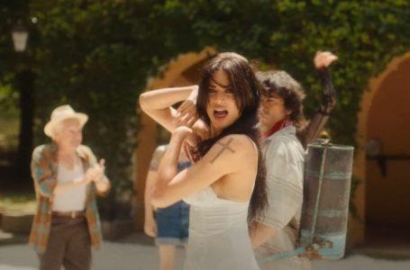 """""""Ciclone"""" – il video della nuova hit estiva omaggia il film di Pieraccioni"""