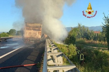 Video / A11, in fiamme un mezzo pesante