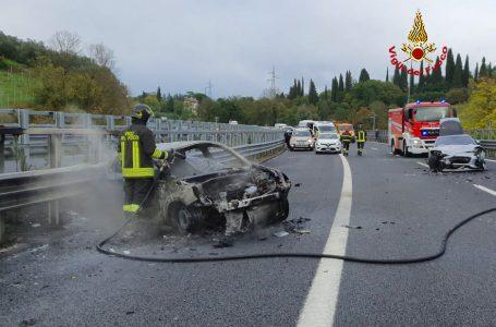 Paura in A1: incidente tra Fi-Sud e Fi-Impruneta, auto in fiamme