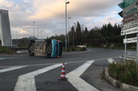 Uscita Firenze Impruneta , incidente: una vettura ribaltata su un fianco