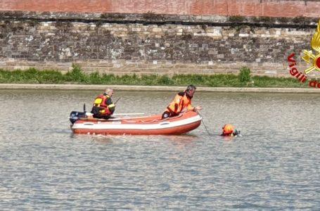 Aggiornamento / Ponte Vespucci, ritrovato senza vita l'uomo caduto in Arno