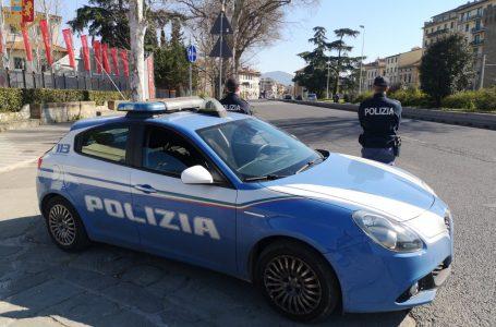 Denunciati a Firenze: sorpresi a rubare 545 euro di…pinoli!