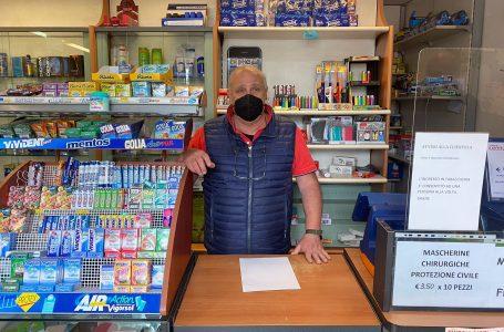 Gianfranco, lo storico proprietario della tabaccheria Bussotti, lascia l'attività dopo 49 anni di carriera!