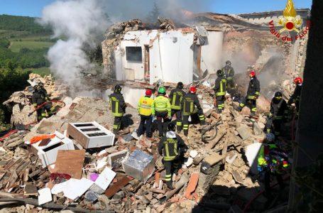 Esplosione in un'abitazione nel Chianti finisce in tragedia: tre vittime estratte dalle macerie