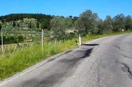 """Quarate, il pericolo è dietro la curva. La denuncia dei cittadini: """"un nuovo avvallamento che rende ancor più pericolosa la strada"""""""