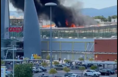 VIDEO / Ultim'ora: si incendia la copertura del Centro Commerciale di Ponte a Greve