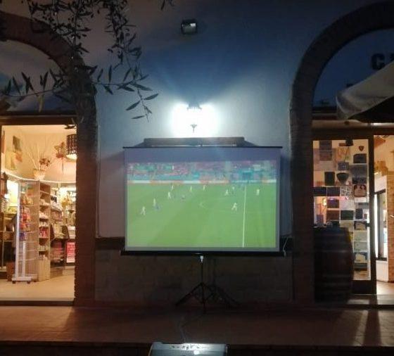 Italia vs Inghilterra, la finale al CRC Pozzolatico: menù alla carta e maxi-schermo!