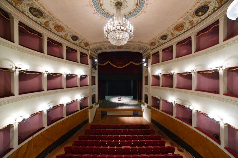 San Casciano, un fiore per seminare cultura: il Teatro Niccolini apre la campagna abbonamenti!