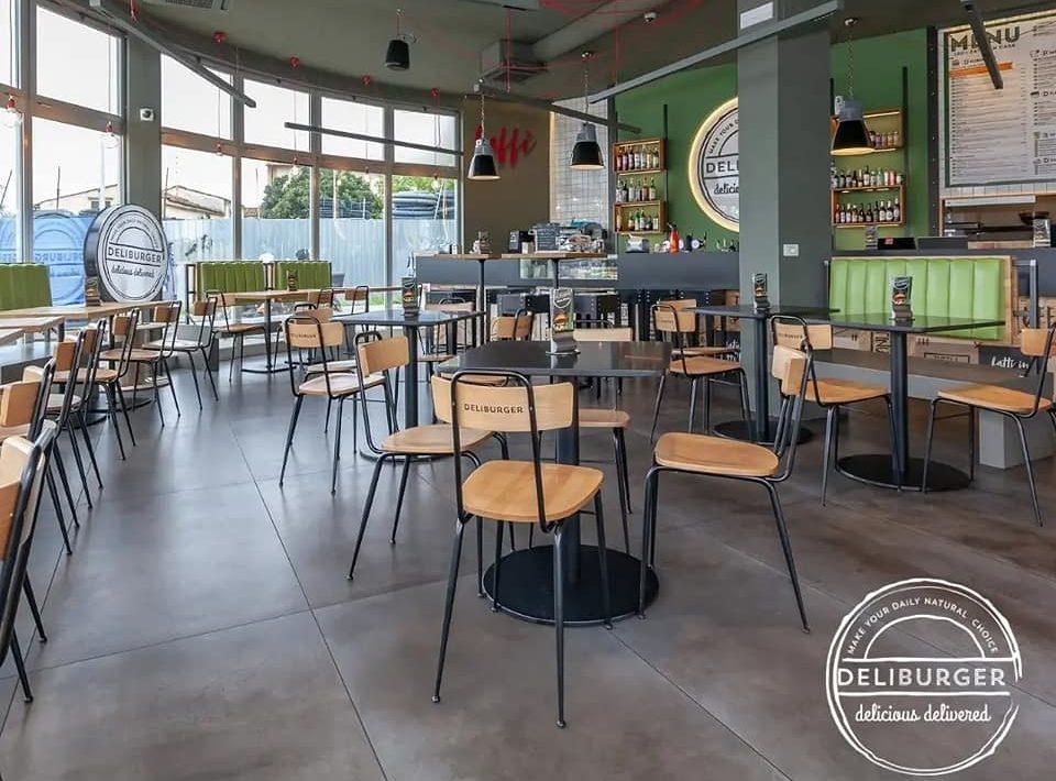 Nelle sale interne del Deliburger…dove bontà fa rima con accoglienza!