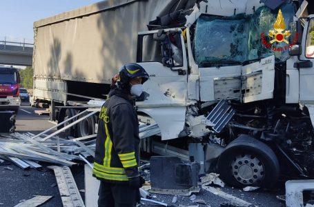 Immagini / Autostrada del Sole, doppio grave incidente nella mattinata
